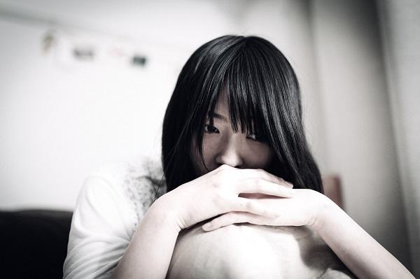 職場での片思いで嫉妬に苦しむ女性の心の向き合い方