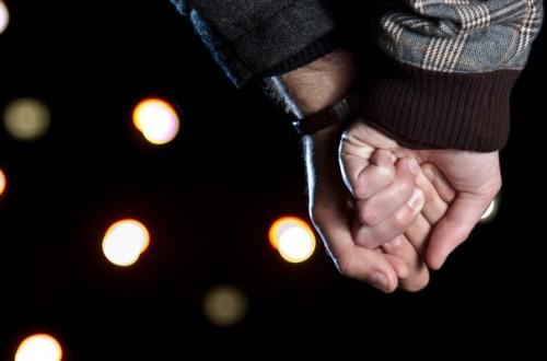 手を握るときの男性心理とは?彼の本音を知る4つのパターン