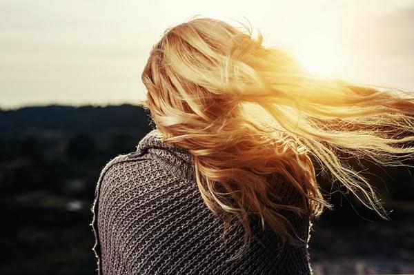 無意識にやってる男性心理!気になる女性への7つの行動