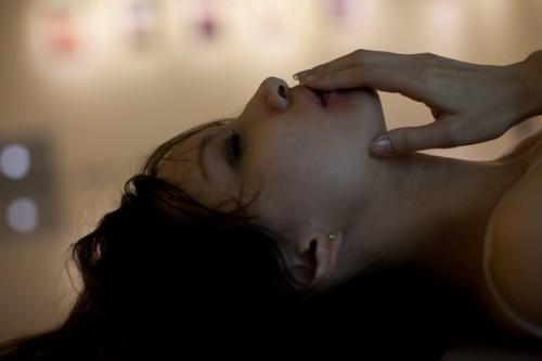 ネガティブ思考な恋愛不安症の女性が恋に前向きになるには?