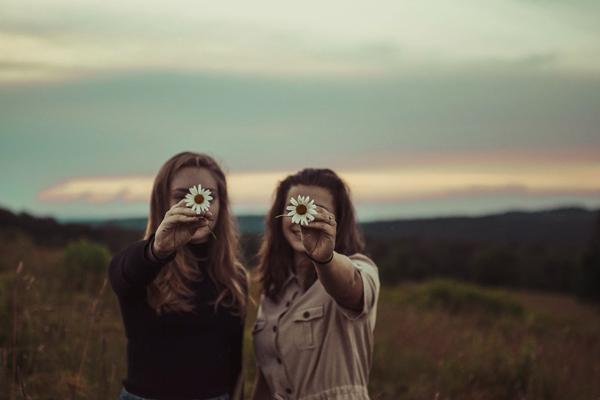 職場に友達がいなくても人生に豊かさと幸せを築く方法