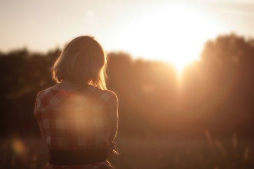 忘れられない過去…傷付いた心の癒し方と乗り越え方